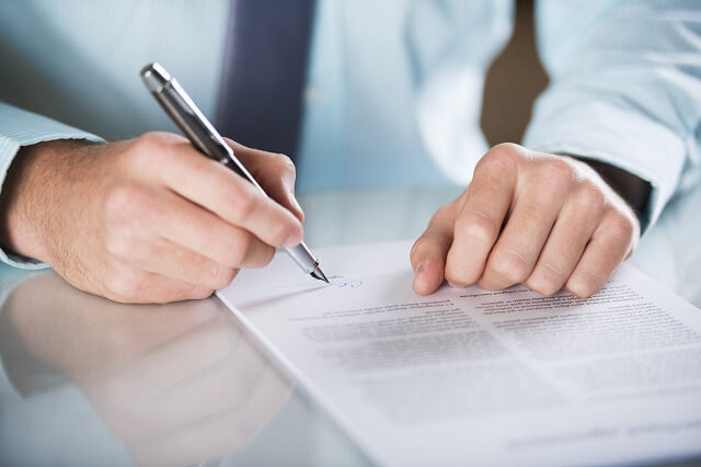 Are associations and foundations required to submit an annual corporate tax declaration?